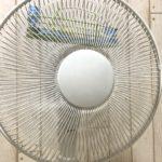 【冷風】扇風機は保冷剤を付けて使え!取り付け方&室温を下げる方法を考えてみる